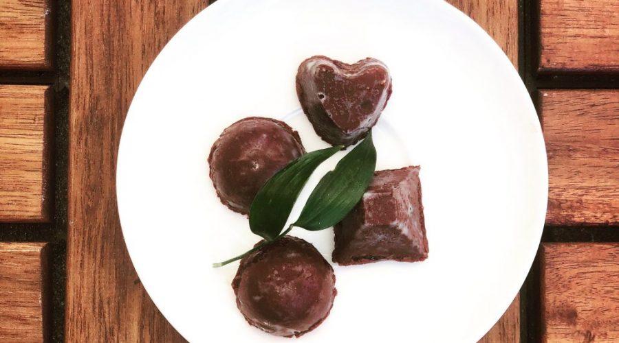 Przepis na czekoladowe pralinki ze śliwką