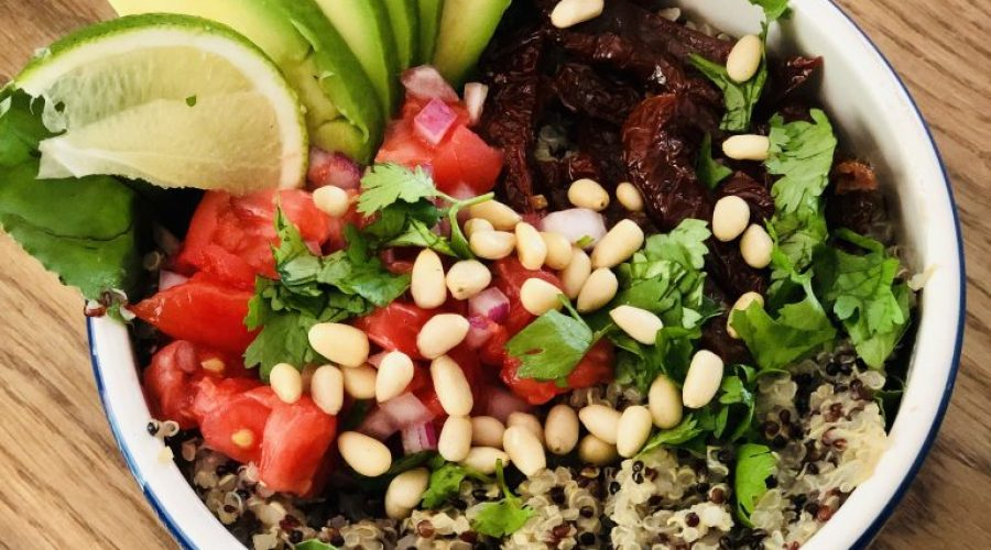 Przepis na kolorową sałatkę quinoa