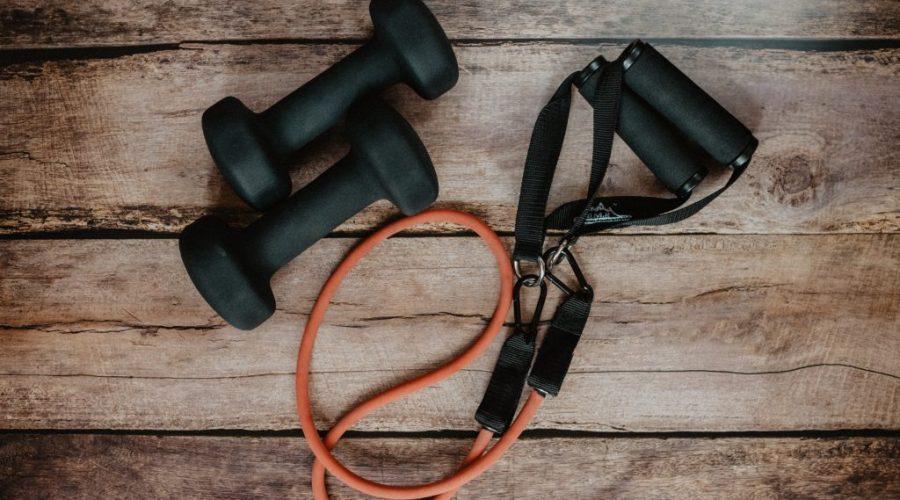 Trening w domu- jakie akcesoria mogą Ci się przydać?